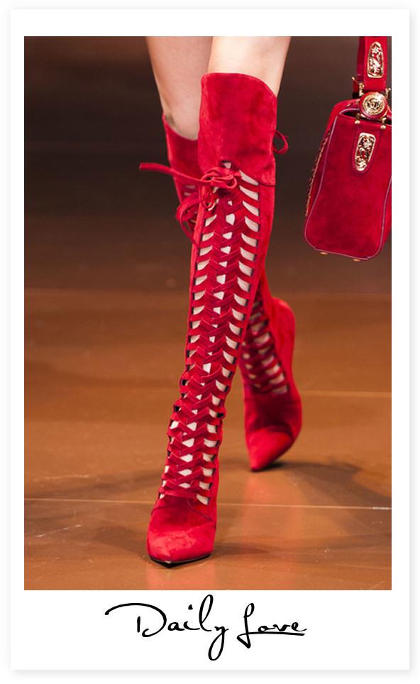 Daily love, la passione del giorno: Versace red boots