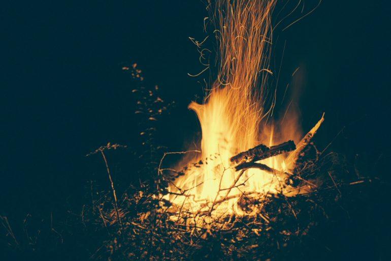 casa editrice che brucia i libri